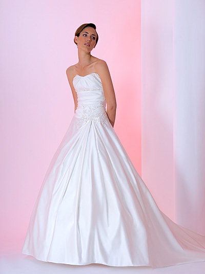 a-line wedding gown made of tulle