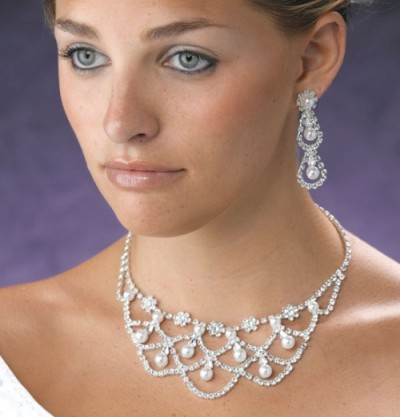 bridal necklace and earrings with pearls and crystal