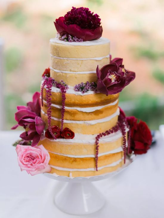 Round Wedding Cake With Rustic Vibes