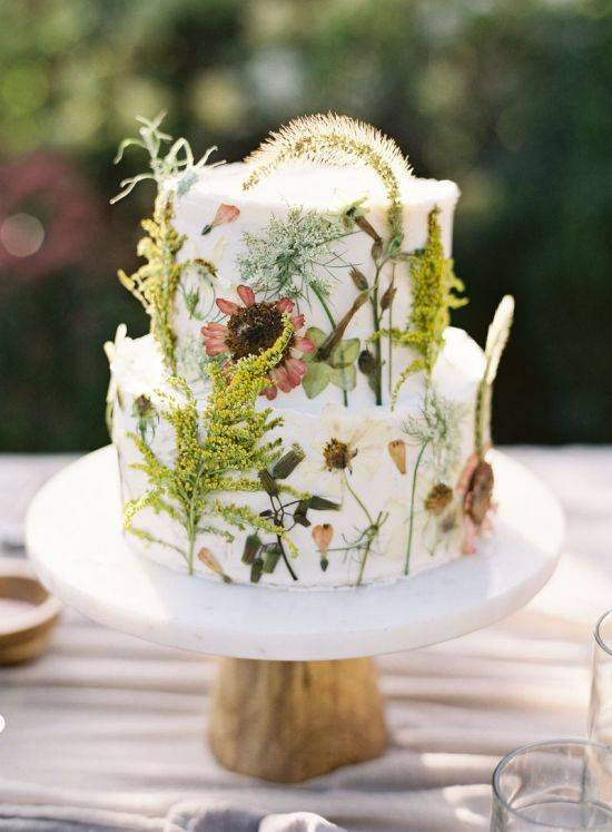 Spring Wedding Theme Idea With A Dried Floral Cake