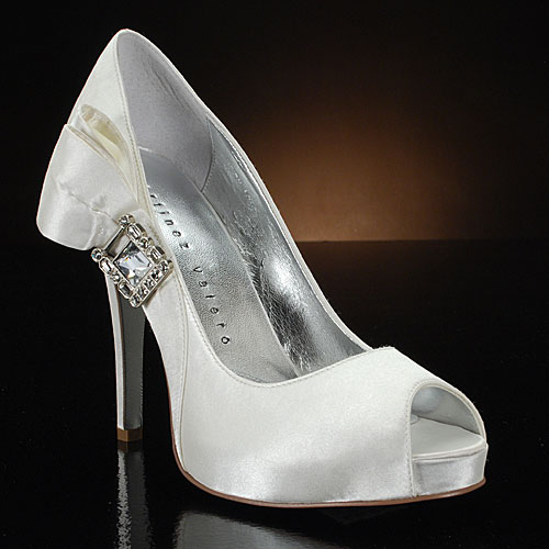 How to Find White Wedding Shoes