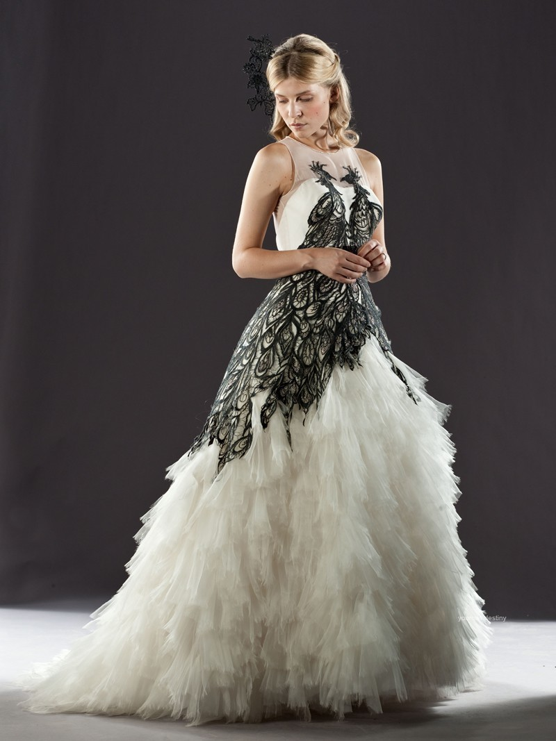 Looking glamour with black and white wedding gowns for Images of black wedding dresses