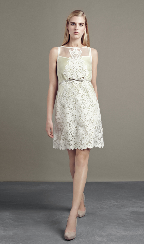 casual sleeveless short lace wedding dress
