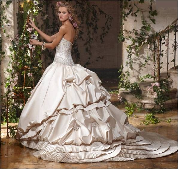 Fabulous Wedding Photography with Huge Ball Gown Wedding Dresses ...