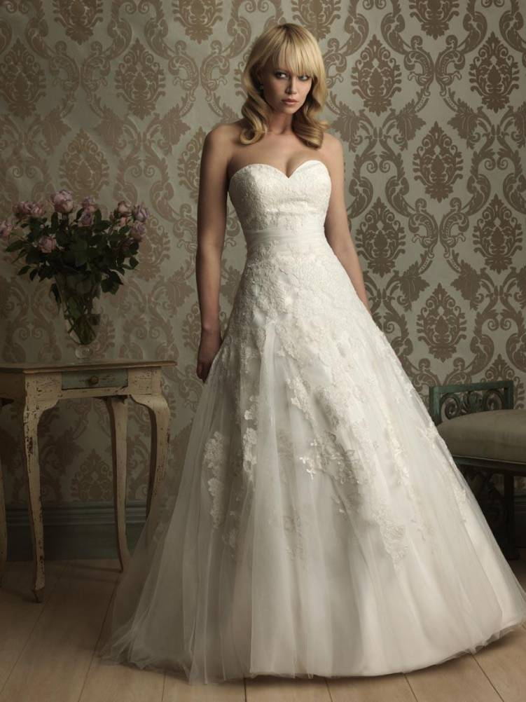 Ball gown sweetheart neckline wedding dress with for Lace a line wedding dress with sweetheart neckline