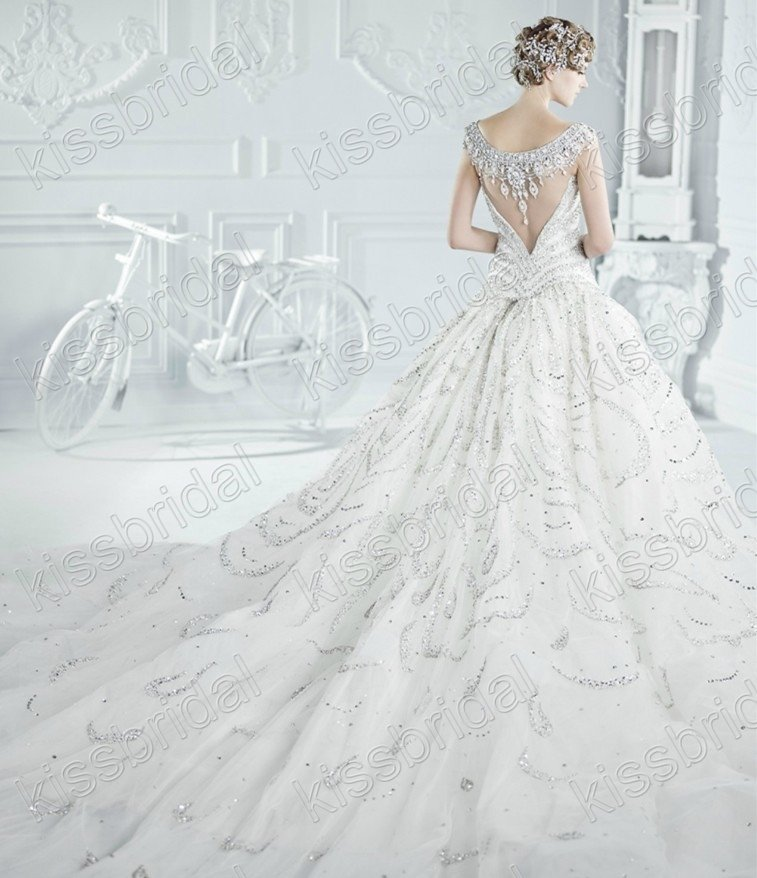 Luxurious Ball Gown Organza Wedding Dress With Long Train