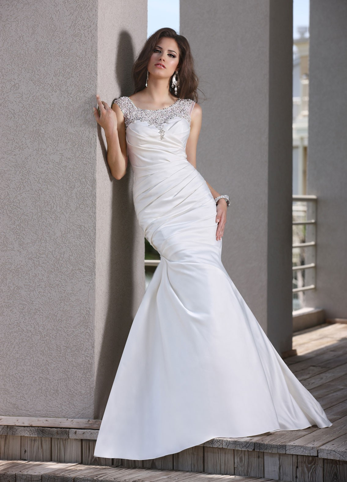 White tulle mermaid wedding dress with floor lengthcherry for Satin mermaid style wedding dresses