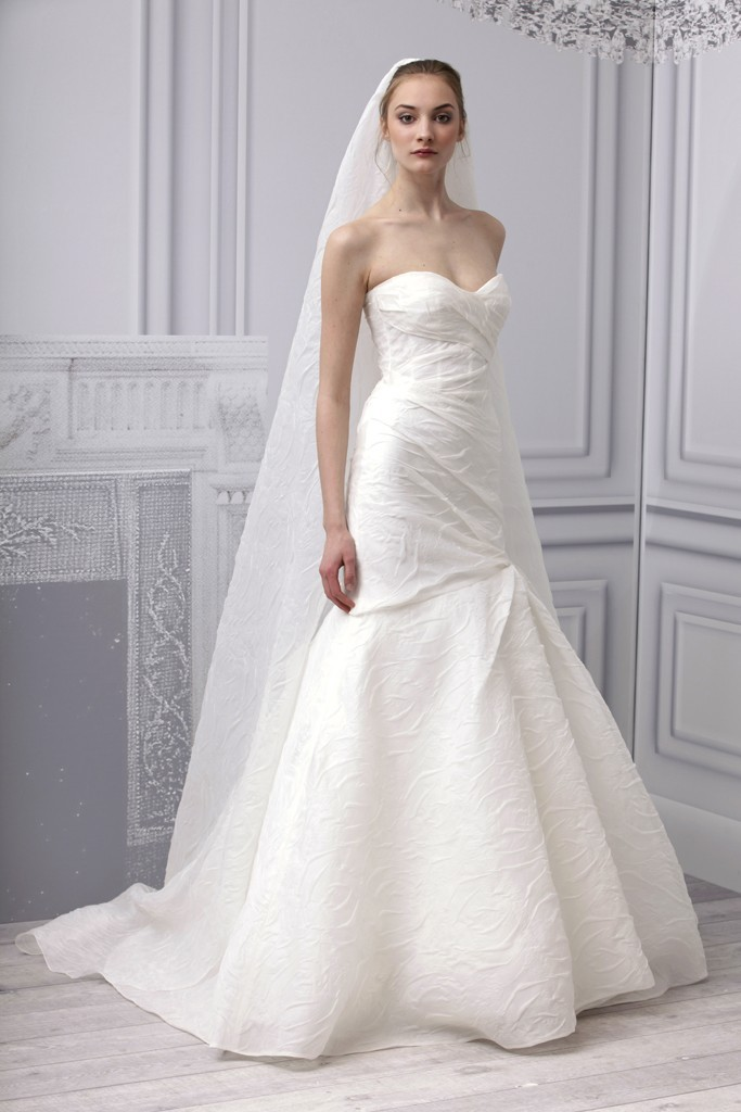 white monique lhuillier mermaid sweetheart wedding dress with long veil