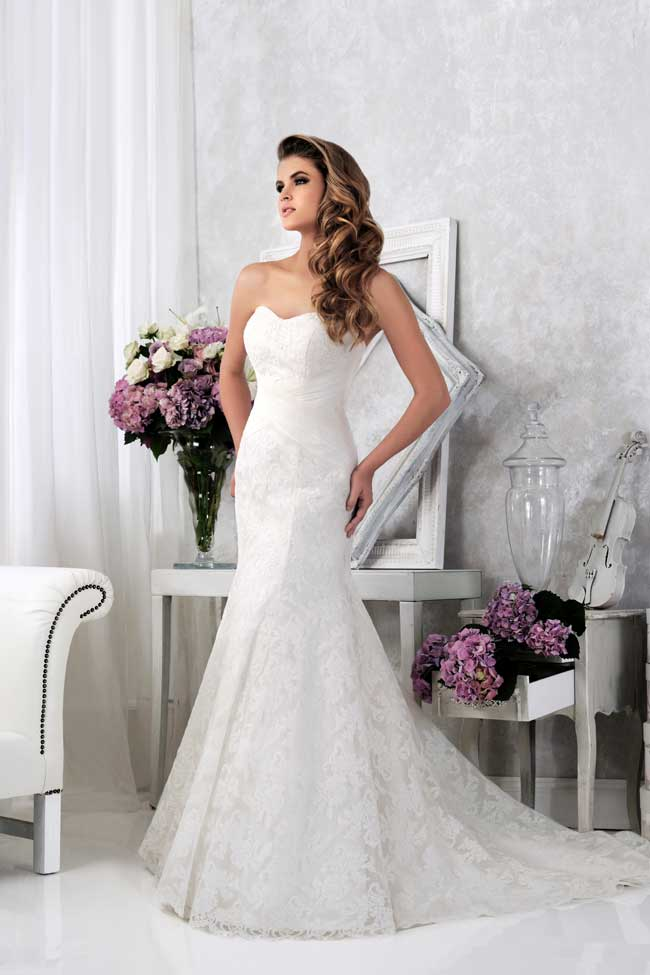 mermaid lace strapless wedding dress with floor length