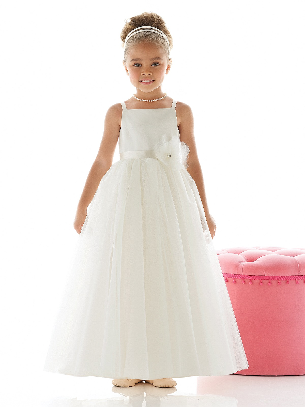 Sweet and pretty flower girl dresses your girls will love for Little flower girl wedding dresses