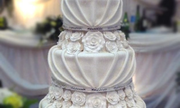unique white cake boss wedding cake with roses