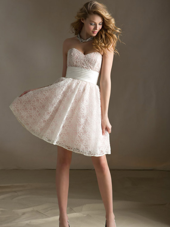 summer lace bridesmaid dress with sweetheart neckline
