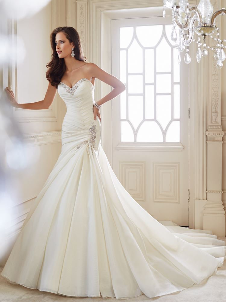 mermaid wedding dress with sweetheart neckline