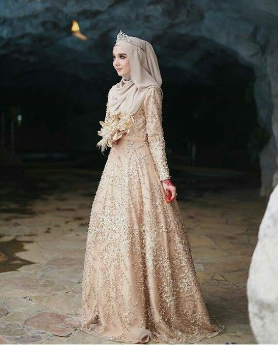 Neutral Muslim Long Wedding Dress With Tiara