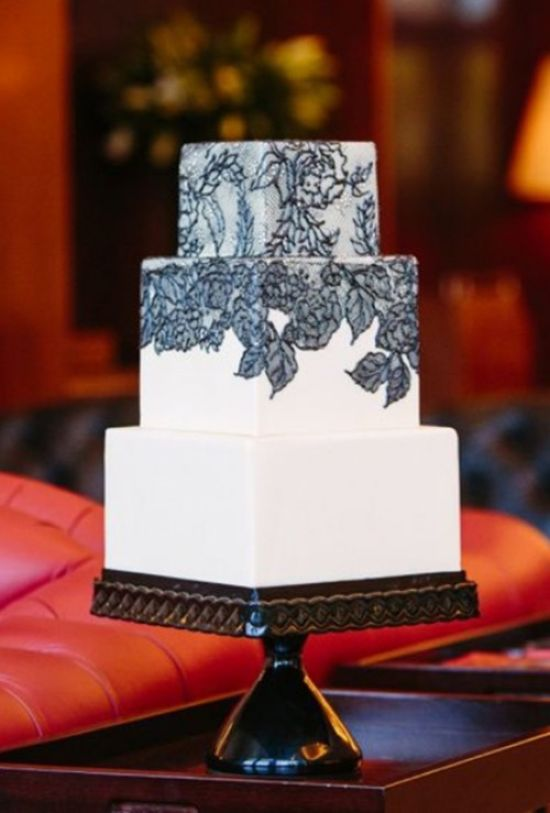 Vintage Encouraged Wedding Cake With Black Lace Décor