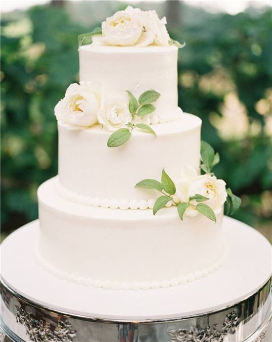 White Vintage Wedding Cake With Bead Décor