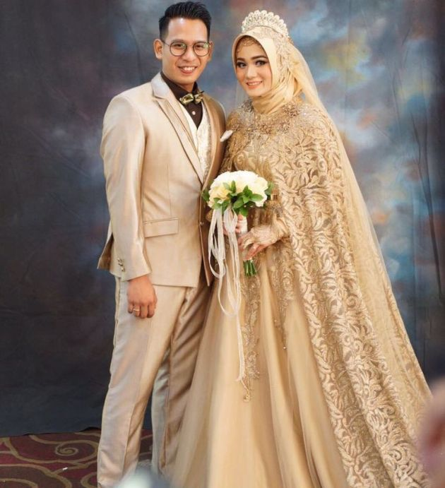 Golden Ball Gown Muslim Wedding Dress With Tiara And Long Veil
