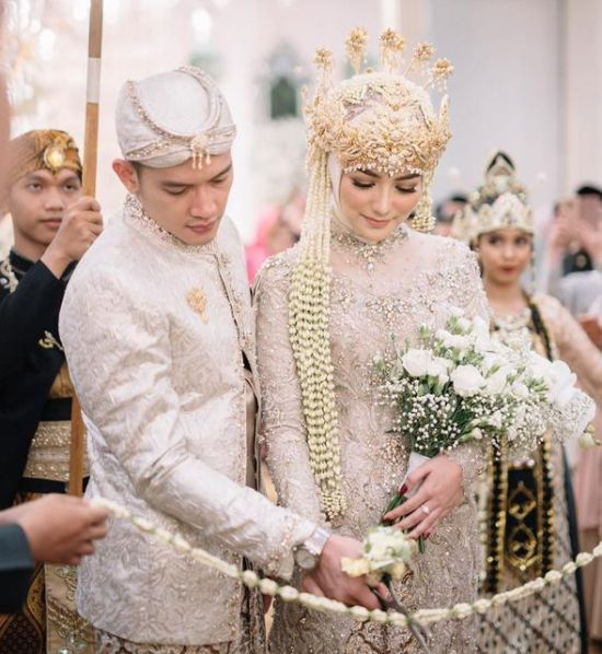 Islamic Javanese Inspired Wedding Dress