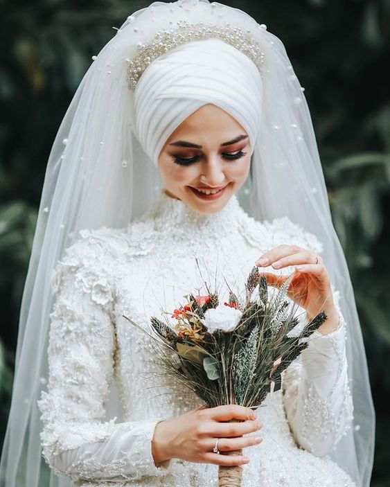 White Muslim Wedding Dress With Unique Veil